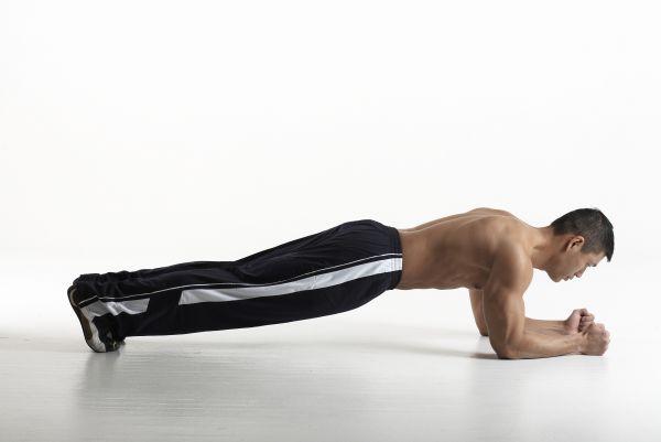 il plank è un esercizio completo per addominali